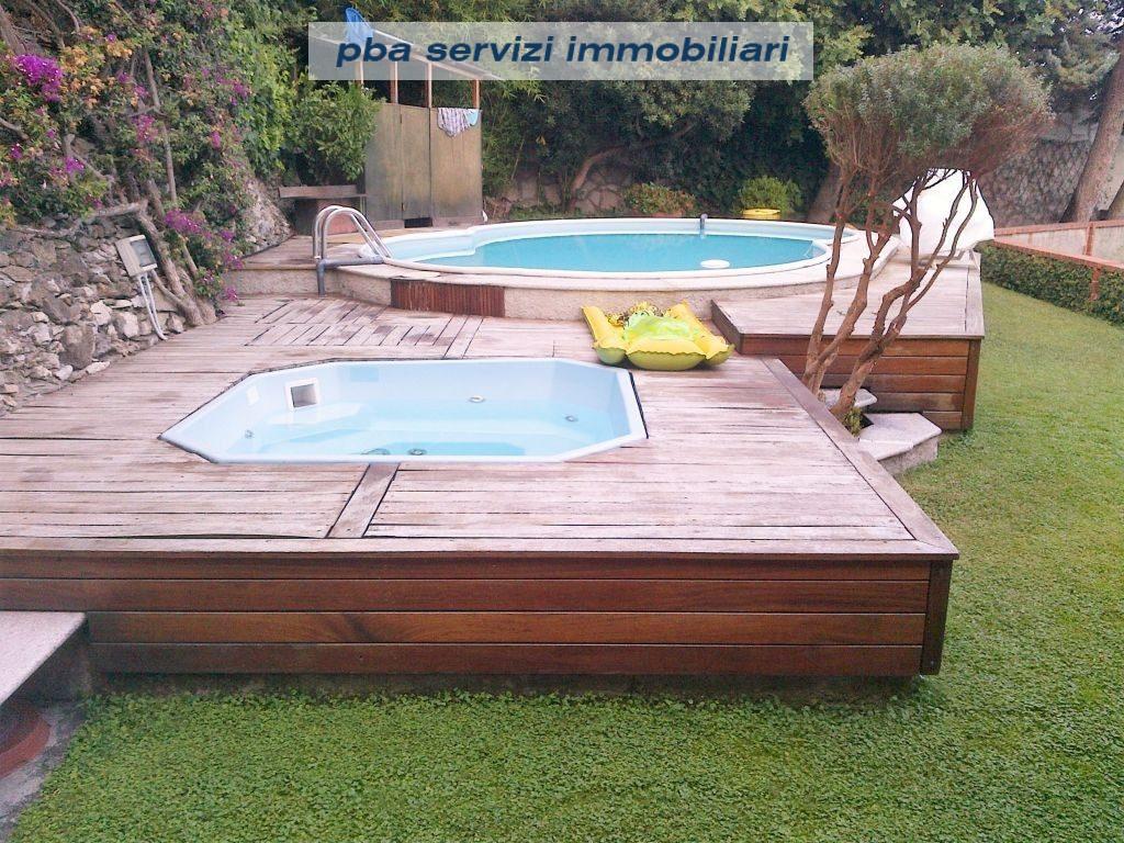 Alassio Splendido Appartamento In Villa Con Giardino Piscina Ed Ampi Terrazzi Vista Mare P B A Servizi Immobiliari